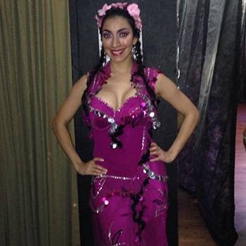 What Should a Belly Dancer Wear When Dancing with Melaya?